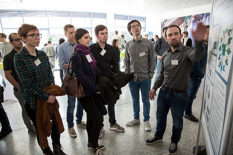 Impressions of the poster session in the Foyer (Image: Georg Pöhlein)